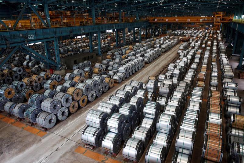 Do sức ép từ các nhà sản xuất thép Mỹ, trong năm qua, Bộ Thương mại nước  này đã áp thuế nhập khẩu lên tới 266% đối với ít nhất 4 loại thép nhập  từ Trung Quốc - Ảnh: Reuters/WSJ.<br>