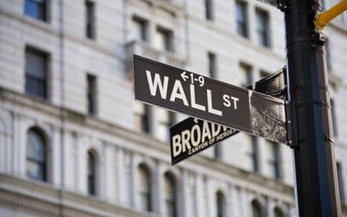 9 ngân hàng gồm Deutsche Bank, Barclays, JPMorgan Chase, Bank of  America, Citigroup, UBS, Credit Suisse, Goldman Sachs và Morgan Stanley  đã công bố sa thải tổng cộng 30.000 nhân viên.