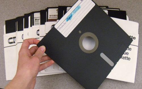 """Ngày nay, đĩa mềm được coi là một sản phẩm công nghệ """"cổ lỗ sĩ"""".<br>"""