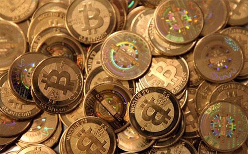 Vào đầu tháng 10, giá Bitcoin còn dưới 240 USD, và chỉ trong vòng một tháng, giá tiền ảo này đã tăng khoảng 70%.