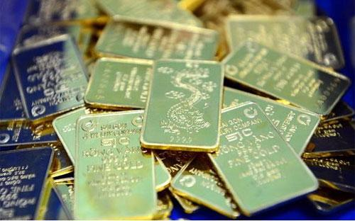 Hôm nay, khoảng cách giữa giá vàng trong nước và thế giới quy đổi vẫn là hơn 5 triệu đồng/lượng.