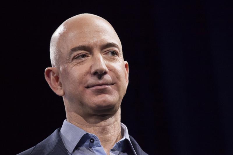 Jeff Bezos, nhà sáng lập hãng bán lẻ trực tuyến Amazon - Ảnh: LA Times.<br>