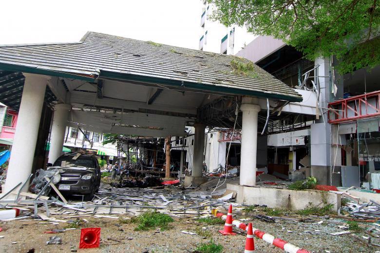 Hiện trường vụ nổ bom ở Pattani, Thái Lan ngày 23/8 - Ảnh: Reuters.<br>