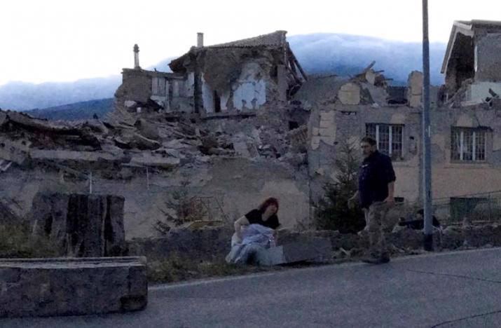 Nhiều tòa nhà đổ sập trong trận động đất ở miền Trung Italy ngày 24/8 - Ảnh: Reuters.<br>