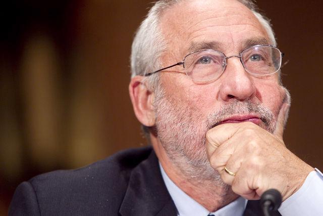 Nhà kinh tế học Joseph Stiglitz - Ảnh: Bloomberg.<br>