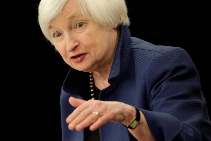 Chủ tịch FED Janet Yellen phát biểu trong cuộc họp báo ngày 15/3 tại Washington, Mỹ, sau khi FED tăng lãi suất - Ảnh: Reuters.<br>