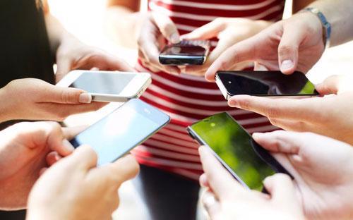 Năm 2013 cũng chứng kiến sự ra mắt của Vine, sự tăng trưởng của Snapchat, thái độ chấp nhận mạng xã hội của các cơ quan quản lý - Ảnh: Bloomberg.<br>
