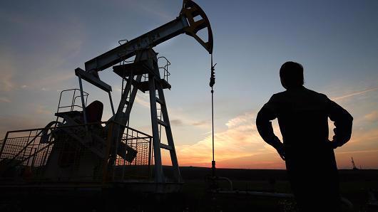 Dữ liệu về trữ lượng dầu của các quốc gia là rất quan trọng, nhưng chi phí sản xuất lại là một vấn đề mang ý nghĩa sống còn - Ảnh: Bloomberg/CNBC.<br>