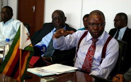 Bộ trưởng Bộ Tài chính Zimbabwe, ông Tendai Biti - Ảnh: AFP.<br>