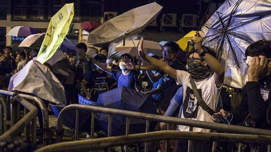 Biểu tình ở Hồng Kông ngày 6/11 - Ảnh: Bloomberg/CNBC.<br>