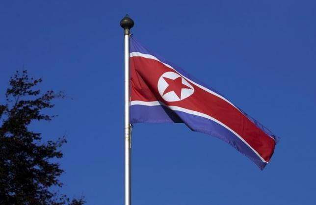 Quốc kỳ Triều Tiên tại phái bộ ngoại giao của nước này ở Geneva, Thụy Sỹ ngày 2/10/2014 - Ảnh: Reuters.<br>