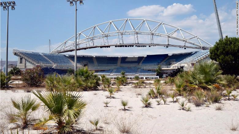 Một sân vận động Olympic bị bỏ hoang ở Athens, Hy Lạp - Ảnh: Getty/CNN.<br>