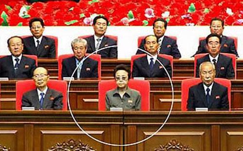 Tờ Telegraph của Anh đầu năm nay nhận định bà Kim Kyong Hui (người được khoanh tròn) là người phụ nữ quyền lực nhất ở Triều Tiên - Ảnh: News.