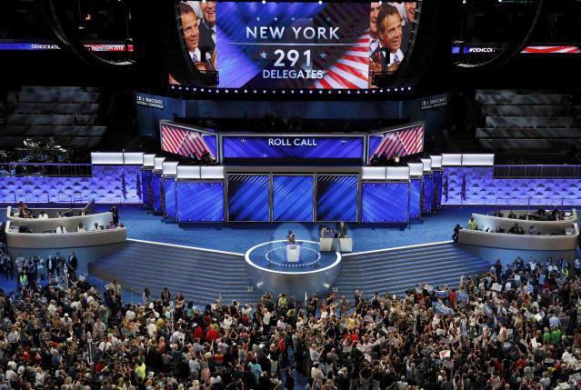 Đoàn đại biểu bang New York công bố số phiếu của đoàn trong cuộc bỏ phiếu bầu ứng cử viên Tổng thống đại diện cho Đảng Dân chủ ngày 26/7 - Ảnh: Reuters.<br>