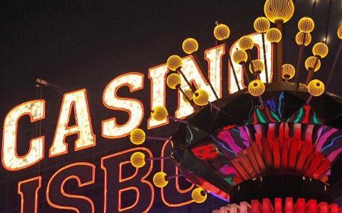 Tháng 10 vừa rồi, ngành sòng bạc ở Macau đạt mức doanh thu kỷ lục 4,57 tỷ USD, mà chủ yếu là từ khách đại lục - Ảnh: Reuters.<br>