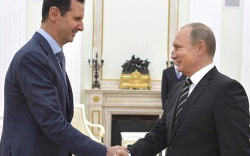 Tổng thống Syria Bashar al-Assad (trái) và Thủ thống Nga Vladimir Putin tại điện Kremlin ngày 20/10 - Ảnh: Reuters.<br>