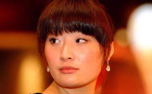 """Cô Zong Fuli, con gái người giàu nhất Trung Quốc, năm nay đã hơn 30 tuổi nhưng vẫn chưa từng có một """"mảnh tình"""" vắt vai.<br>"""