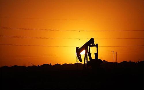 Sau khi giảm xuống mức thấp nhất trong 12 năm vào tháng 1 năm nay do  tình trạng dư thừa dầu trên toàn cầu, giá dầu đã tăng 30% trong 2 tháng  qua - Ảnh: Forbes.<br>