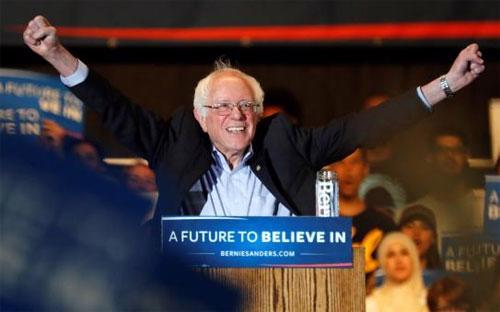 Ứng cử viên Tổng thống Mỹ Bernie Sanders trong một cuộc vận động tranh cử ở Sacramento, California ngày 9/5 - Ảnh: Reuters.<br>