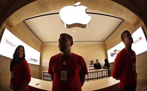 Dẫu vậy, trong báo cáo đưa ra ngày 23/1, Apple cũng mang lại tia hy vọng  cho nhà đầu tư khi cho biết, doanh số iPhone bán ra tại Trung Quốc tăng  gấp đôi so với năm trước.