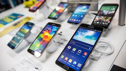 Một số mẫu smartphone của Samsung - Ảnh: Getty/CNBC.<br>