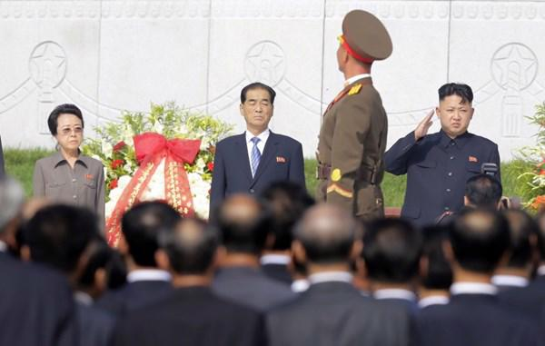 Bà Kim Kyong Hui (ngoài cùng bên trái) là một nhân vật mang tính biểu tượng và là một hậu duệ trực tiếp của người sáng lập nước Triều Tiên, cố lãnh tụ Kim Nhật Thành - Ảnh: News.<br>