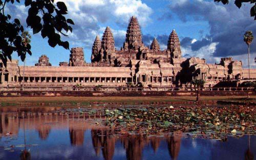 Campuchia những năm gần đây đã nhận được nhiều khoản đầu tư phát triển lớn từ các nước đối tác như Nhật Bản, Trung Quốc.<br>