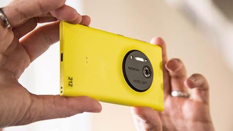 """Dòng smartphone Lumia 1020 của Nokia đang """"cháy hàng"""", theo thông báo của nhà mạng AT&amp;T - Ảnh: The Tech.<br>"""