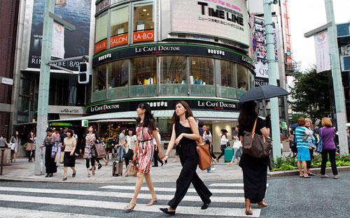 Kinh tế Nhật đã giảm tốc mạnh so với nửa đầu năm - Ảnh: Bloomberg.<br>