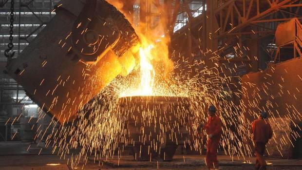 Bên trong một nhà máy sản xuất thép của Trung Quốc.<br>
