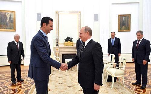 Tổng thống Syria Bashar al-Assad (trái) và Tổng thống Nga Vladimir Putin (phải) tại điện Kremlin ngày 20/10 - Ảnh: Getty/Bloomberg.<br>