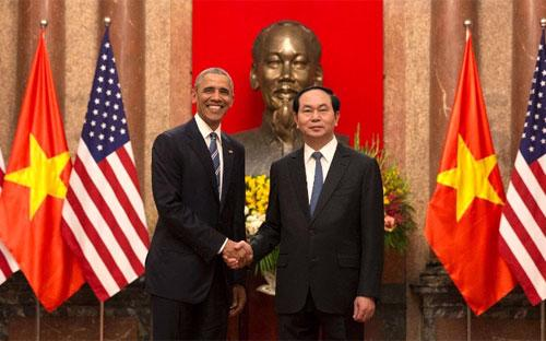 Chủ tịch Trần Đại Quang và Tổng thống Barack Obama tại Phủ Chủ tịch ngày 23/5/2016 - Ảnh: AP/CNN.<br>