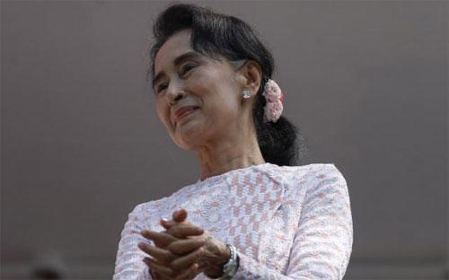 Kết quả của cuộc bỏ phiếu sẽ là khoảnh khắc mà bà Suu Kyi tỏa sáng sau nhiều năm bị quản thúc tại gia - Ảnh: Reuters.<br>