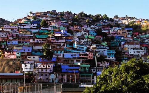 Hiện Venezuela là một trong những quốc gia có tỷ lệ lạm phát cao nhất  thế giới, một phần do các biện pháp kiểm soát giá cả mà Chính phủ áp  dụng.
