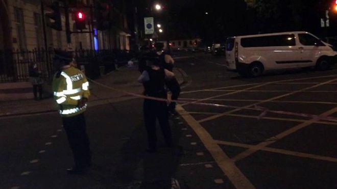 Cảnh sát phong tỏa hiện trường vụ tấn công ở trung tâm London ngày 3/8 - Ảnh: BBC.<br>