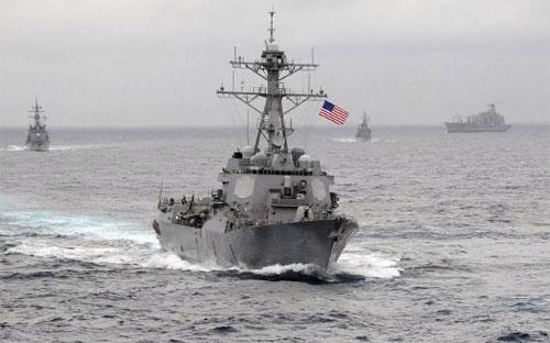 Khu trục hạm USS Lassen của Mỹ trên Thái Bình Dương tháng 11/2009 - Ảnh: Reuters.<br>