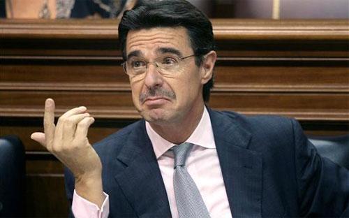 Ông Jose Manuel Soria, Bộ trưởng Bộ Công nghiệp vừa từ chức của Tây Ban Nha.<br>
