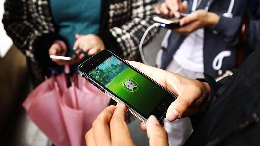 Sensor Tower cũng nhấn mạnh rằng Pokemon Go là trò chơi trên di động đạt mốc 10 triệu lượt tải trên toàn thế giới nhanh nhất - Ảnh: Getty/CNBC.<br>