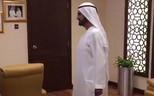 Tiểu vương Sheikh Mohammed bin Rashid Al Maktoum bất ngờ thăm công sở Dubai vào sáng đầu tuần - Ảnh cắt từ video.