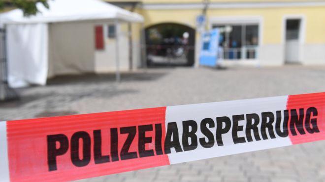 Cảnh sát phong tỏa hiện trường vụ tấn công bằng bom ở Ansbach, Đức - Ảnh: Getty/BBC.<br>