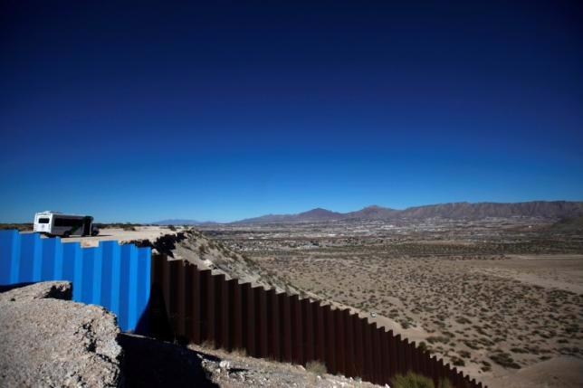 Khu vực biên giới Mỹ-Mexico thuộc Sunland Park, Mỹ, ngày 26/1/2017 - Ảnh: Reuters.<br>