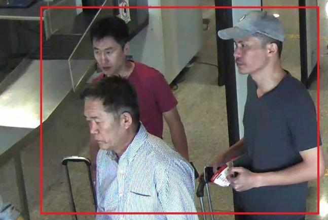 Bức ảnh 3 trong số 4 nghi phạm người Triều Tiên vụ giết anh trai ông Kim Jong Un đang bỏ trốn được cảnh sát Malaysia công bố ngày 19/2 - Nguồn: Reuters.<br>