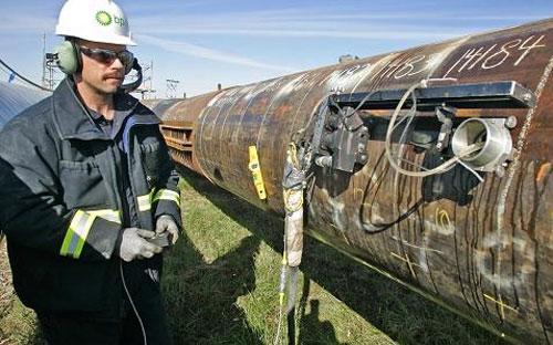 Từ đầu năm đến nay, BP đã ba lần hạ mức vốn đầu tư cơ bản - Ảnh: AP/CNBC.<br>