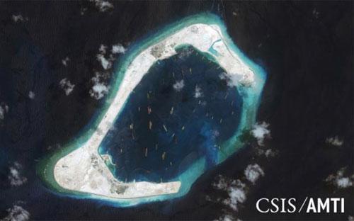 Bãi Subi thuộc quần đảo Trường Sa của Việt Nam chụp từ vệ tinh hôm 3/9/2015 - Nguồn: Reuters.<br>