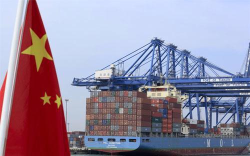 Thặng dư thương mại của Trung Quốc trong tháng 3 đạt 194,6 tỷ Nhân dân tệ, tương đương khoảng 30 tỷ USD - Ảnh: Bloomberg.<br>