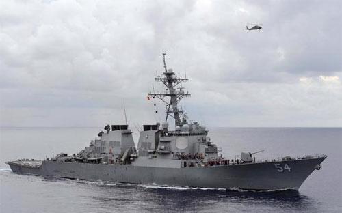 Một chiến hạm của Hải quân Mỹ tuần tra trên biển Philippines vào năm 2013 - Ảnh: Reuters.<br>