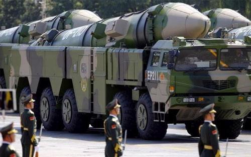 Xe quân sự của Trung Quốc chở tên lửa trong lễ duyệt binh trên quảng trường Thiên An Môn, Bắc Kinh kỷ niệm 70 năm kết thúc Chiến tranh thế giới thứ hai hôm 3/9/2015 - Ảnh: Reuters.<br>
