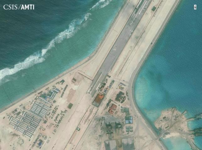 Hình ảnh được cho là đường băng mà Trung Quốc xây dựng trên đá Xu Bi thuộc quần đảo Trường Sa của Việt Nam. Ảnh do Trung tâm Nghiên cứu và Chiến lược Quốc tế (CSIS) công bố hồi tháng 1/2015 - Nguồn: Reuters.<br>