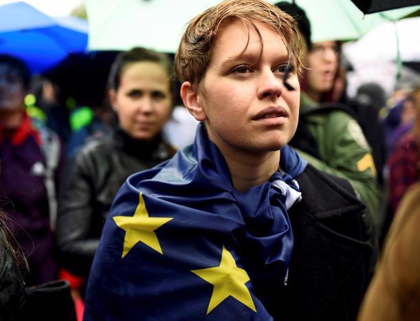 Một người biểu tình ủng hộ Anh ở lại Liên minh châu Âu (EU) tại London hôm 28/6 - Ảnh: Reuters.<br>