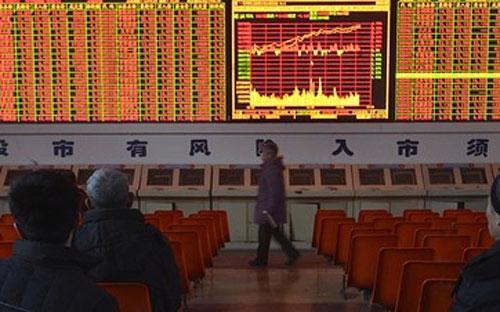 Tuy nhiên, trong khi các nhà đầu tư Trung Quốc xem nhẹ thị trường chứng  khoán trong nước, thì các nhà đầu tư nước ngoài lại đang nhận thấy những  cơ hội hấp dẫn và tận dụng tối đa mức hạn ngạch cho phép - Ảnh: Reuters.<br>